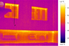 zateplený bytový dům bez zateplení podezdívky